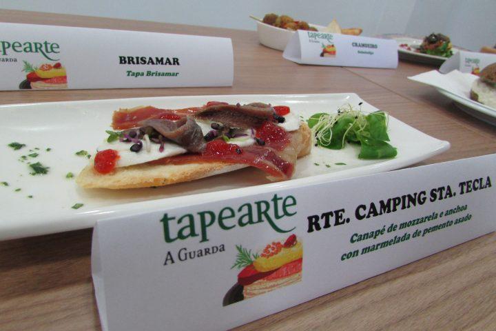 Rest. Camping Santa Tecla. Canapé de mozzarela e anchoa con marmelada de pemento asado
