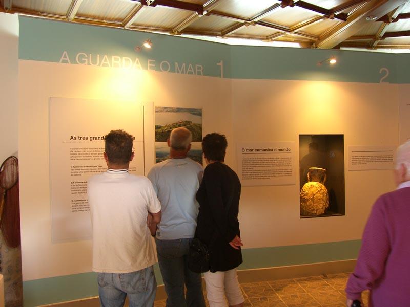 A partir de este fin de semana se modifican los horarios del «Museo do Mar» y del Centro de Interpretación del Castillo de Santa Cruz, que pasan ya al horario de inverno. El nuevo horario de estos dos museos, incluídos en la Red de Museos Municipal, será de 11:00h a 14:00h y de 16:00h a 19:00h los sábados, domingos y festivos.
