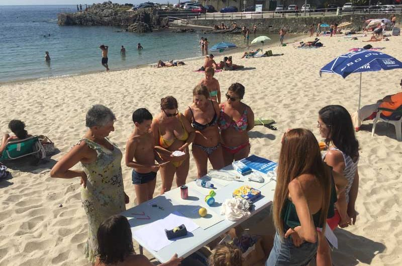 """Durante el pasado fin de semana las playas guardesas de """"Area Grande"""" y """"O Muíño"""", ambas con bandera azul, acogieron dos actividades medioambientales destinadas al fomento de buenas prácticas en las playas del municipio."""