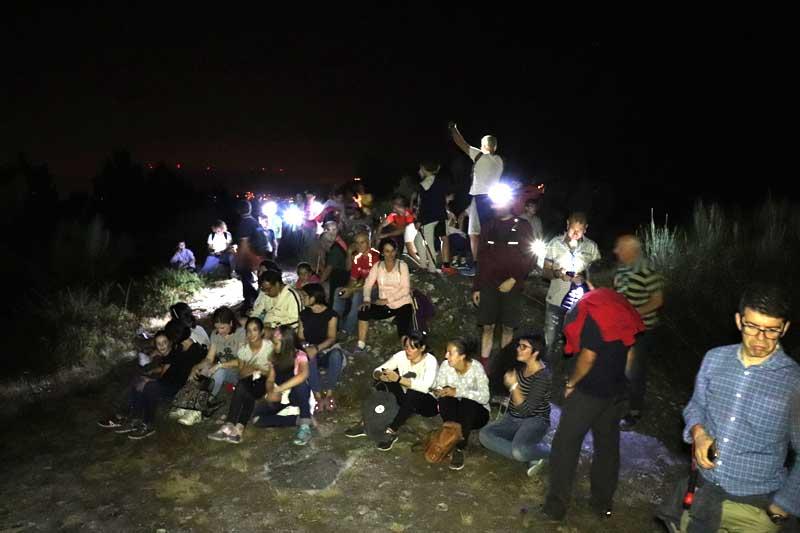 El pasado sábado día 29 de septiembre el Ayuntamiento de A Guarda, a través del Departamento de Turismo, organizó una noche de observación de estrellas desde el alto del Monte Torroso en la parroquia de Salcidos que contó con la participación de casi un centenar de personas, actividad enmarcada en las conmemoraciones del Día Mundial del Turismo, que se celebró el pasado 27 de septiembre.