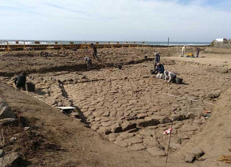 Las estructuras documentadas en A Guarda forman parte de un complejo mayor que se extiende por las costas de la antigua Gallaecia y que supone una muestra excepcional de la producción de sal en el mundo antiguo, con un enorme valor científico y potencial patrimonial.