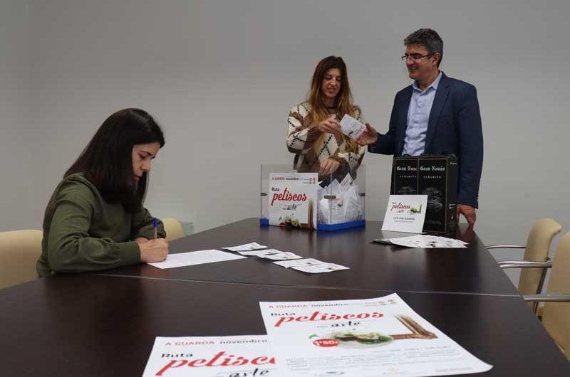 El pasado fin de semana finalizaba la Ruta Gastronómica «Petiscos con Arte», un evento que conjugó la gastronomía y el arte para ofertar a los participantes una experiencia para los sentidos, llegando a servirse más de 2000 pinchos entre los 12 establecimientos participantes.