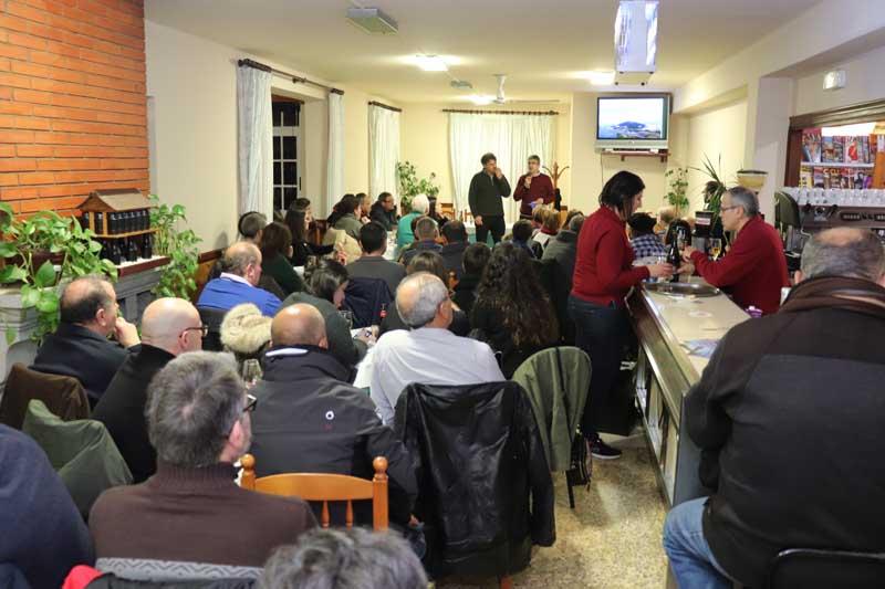 Esta fue la cuarta Barferencia del ciclo 2018-19 y se celebró en el bar O Couto de Camposancos, contando con una gran afluencia de asistentes lo que denota la importancia que tiene para la población guardesa el yacimiento arqueológico de Santa Trega.