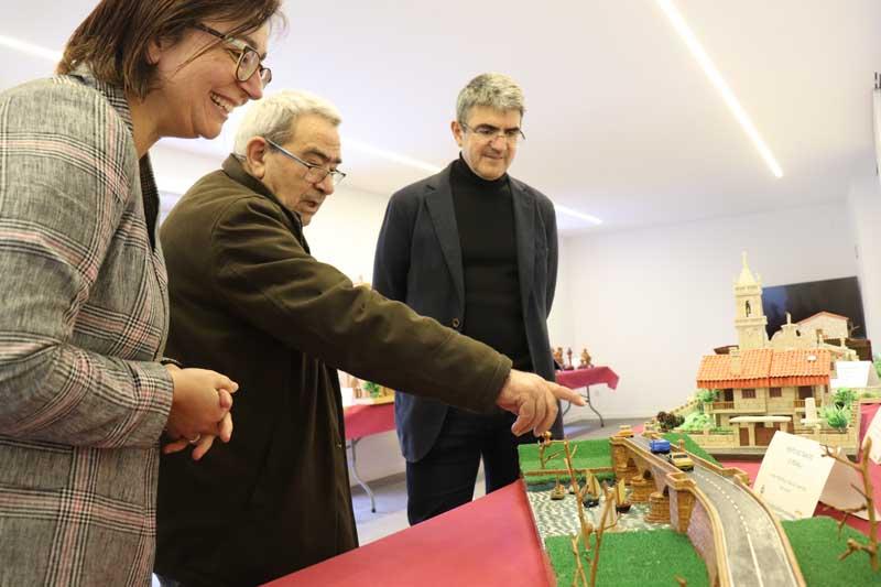 Na tarde deste mércores día 17 de abril de 2019 celebrouse no Centro de Interpretación das Fortalezas, no Castelo de Santa Cruz, a Inauguración da Exposición que amosa o traballo do rosaleiro Praxíteles González.