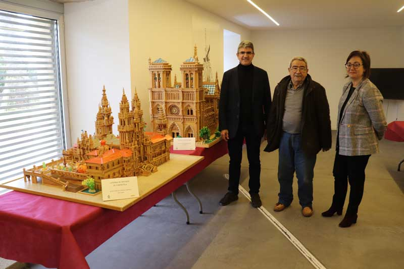 En la tarde de este miércoles día 17 de abril de 2019 se celebró en el Centro de Interpretación de las Fortalezas, en el Castillo de Santa Cruz, la Inauguración de la Exposición que muestra el trabajo del rosaleiro Praxíteles González.